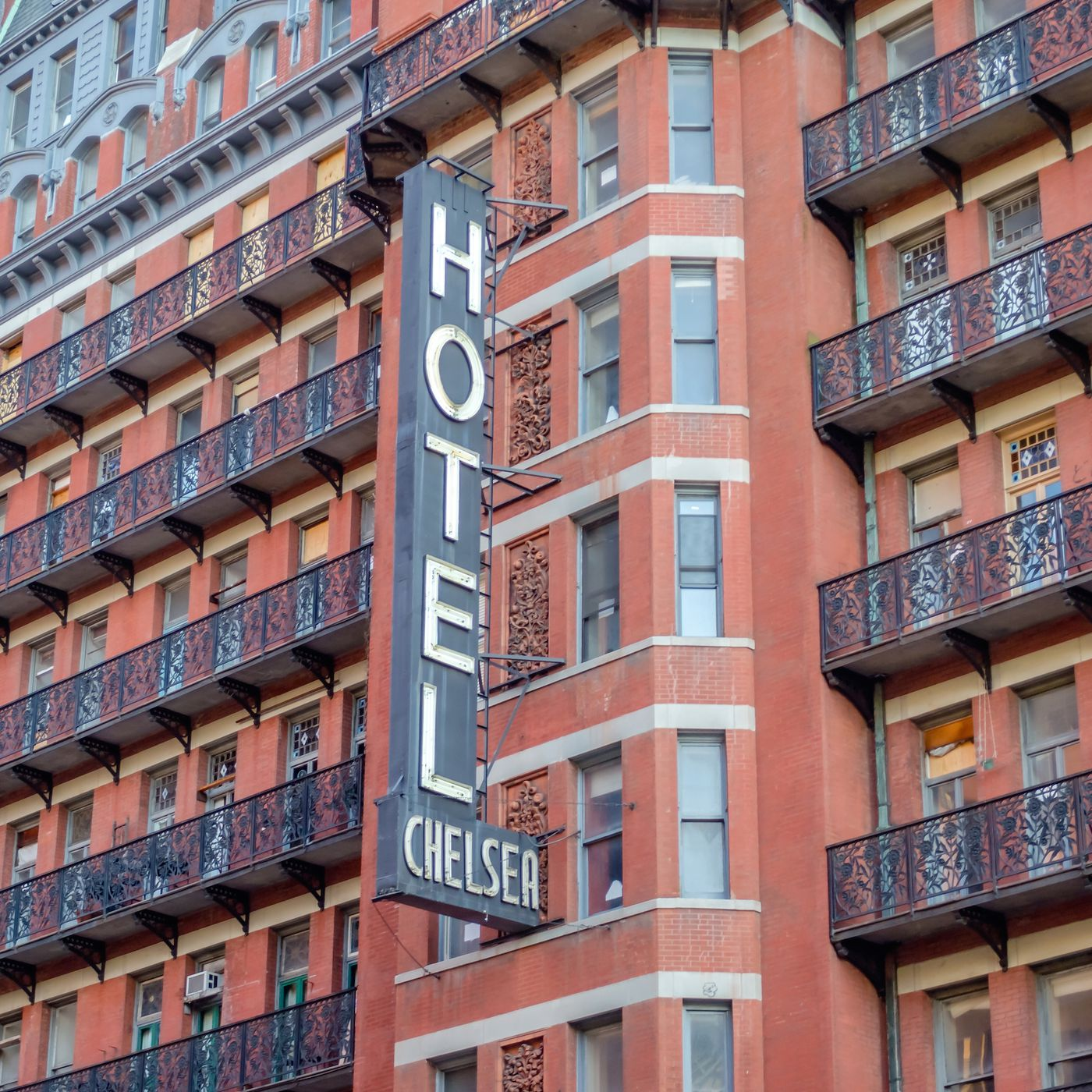 Hotel Chelsea Holdout Tenants Sue To Remain In Storied Building Curbed Ny