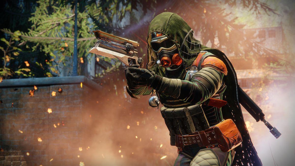Destiny 2 - Hunter aiming exotic hand cannon Sunshot