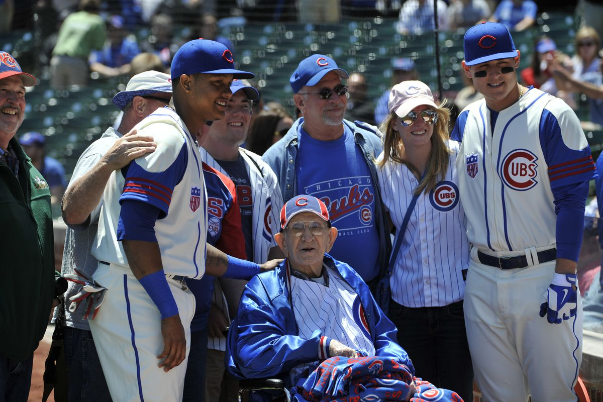100-year-old Cubs fan Louis Reinhart poses with members of his family and Starlin Castro and Anthony Rizzo before Sunday's game