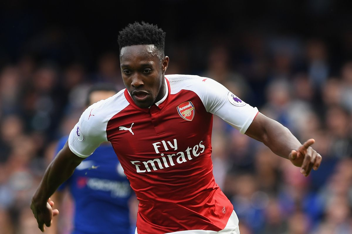 Arsenal forward Welbeck out for at least one month