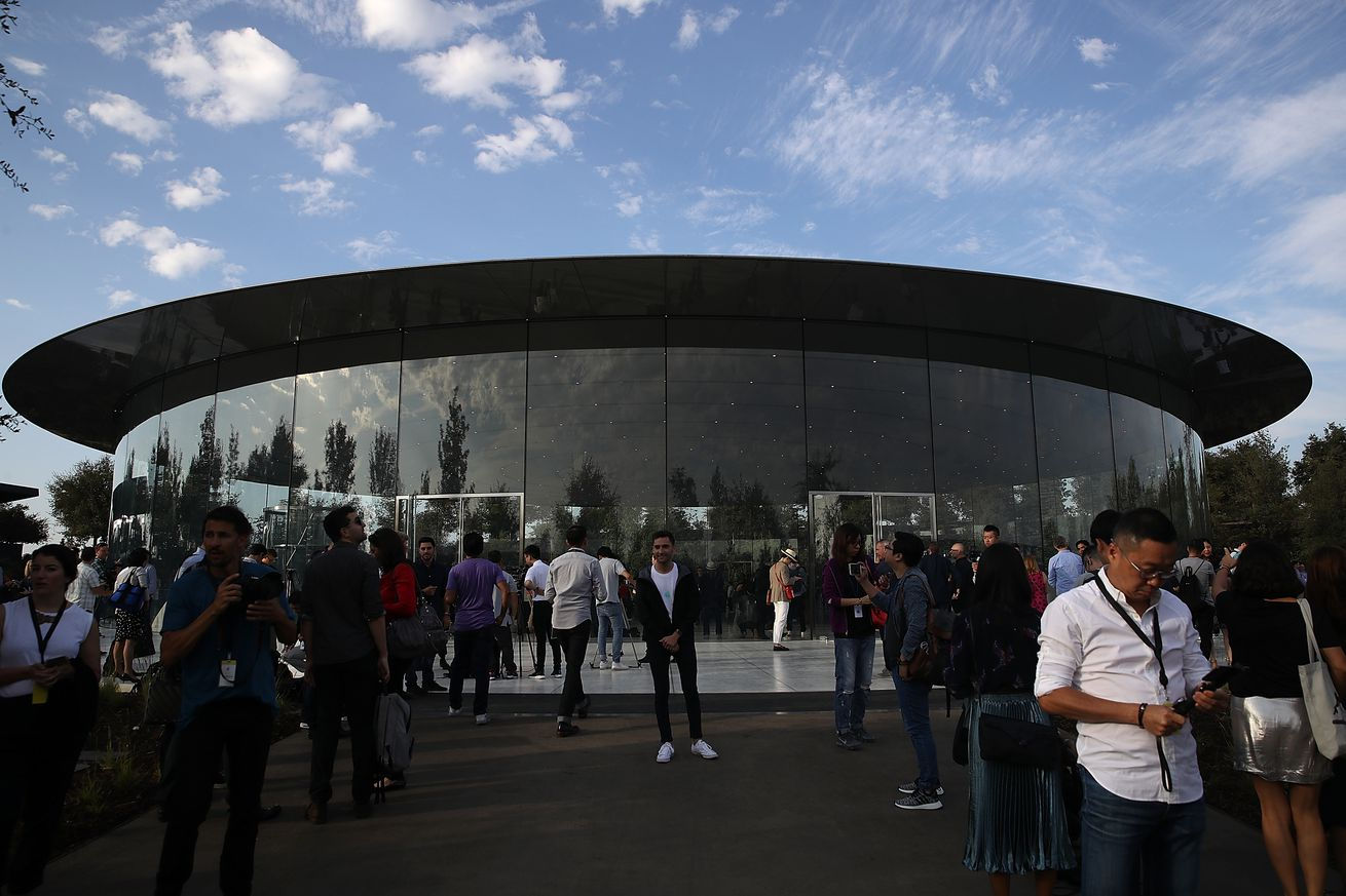 apple plans to build a new us campus and hire 20 000 workers