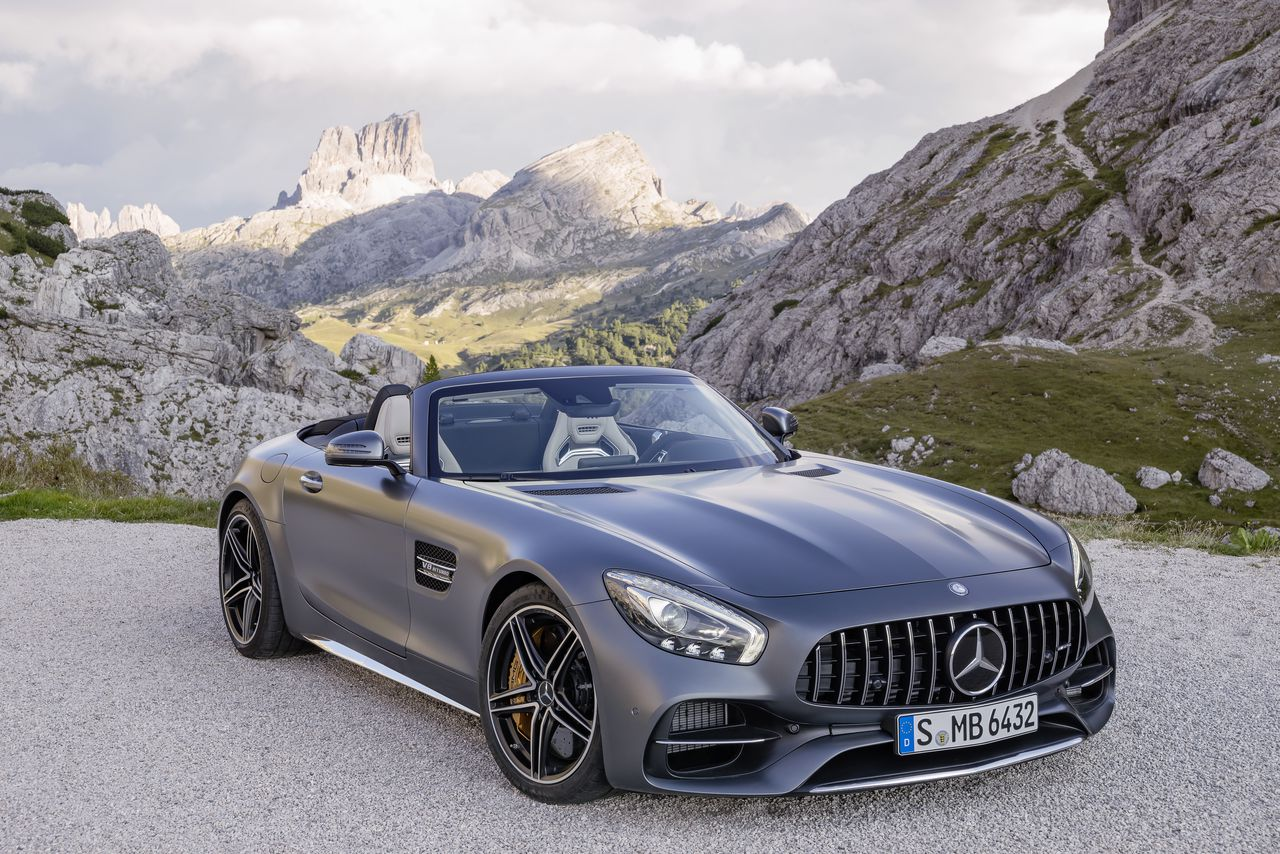 the new mercedes amg gt roadster is 469 horsepower of open top ferocity the verge. Black Bedroom Furniture Sets. Home Design Ideas