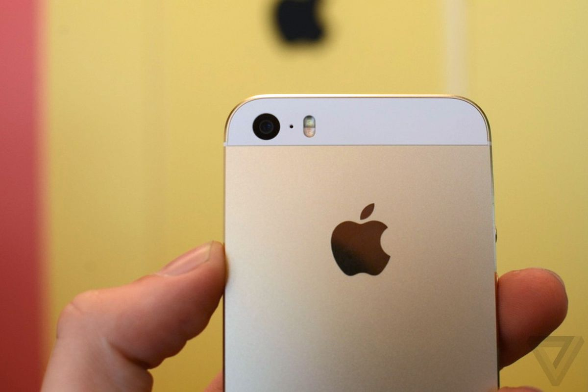 iphone 5c and 5s go on sale with gold in short supply update the verge. Black Bedroom Furniture Sets. Home Design Ideas