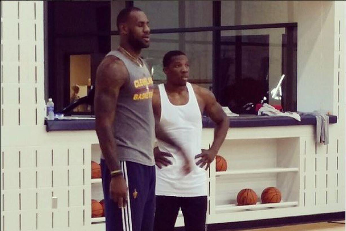 Lebron james and eric bledsoe working out together bright side eric bledsoe is working out with his agent buddy lebron james but perhaps more importantly james had some things to say about the contract negotiations sciox Gallery