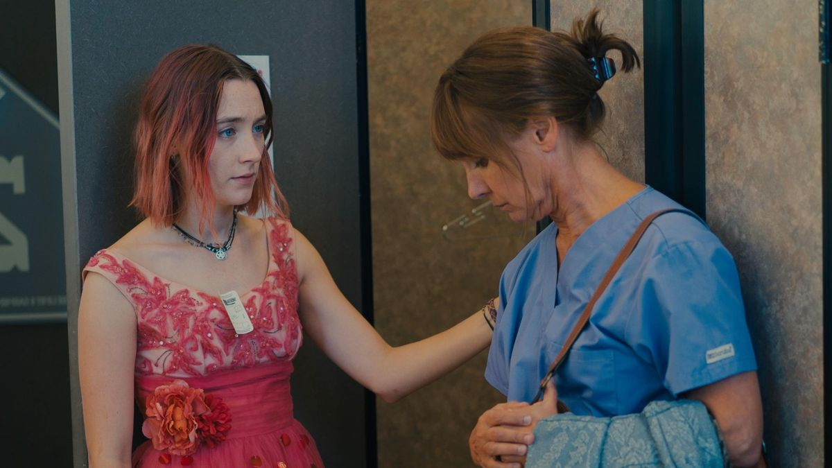 Lady Bird (Saoirse Ronan) and her mother (Laurie Metcalf) in Lady Bird