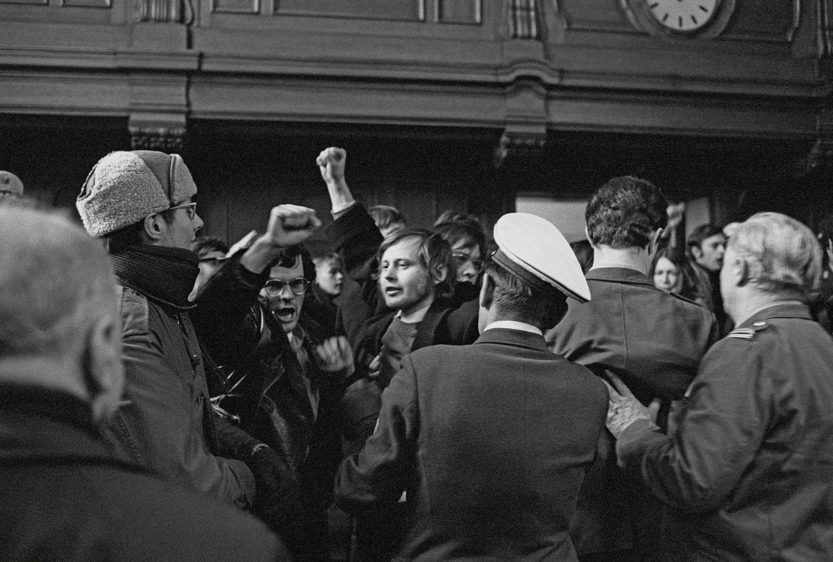 Germany - Berlin - West-Berlin: trial against Horst Mahler, member of the Baader-Meinhof-Group, who was accused of taking part in the violent liberation of radical leftist Andreas Baader, police clearing the court room after disturbances by the audie