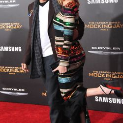 Woody Harrelson and Elizabeth Banks.