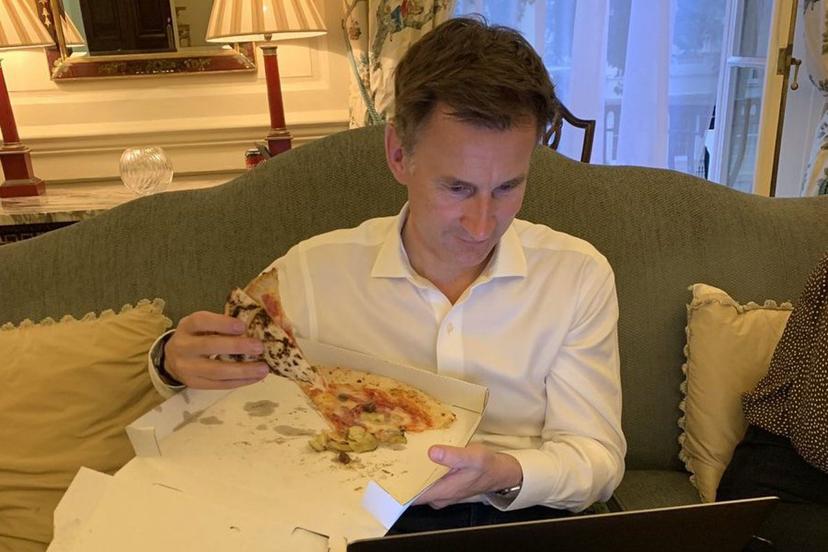 Conservative leadership candidate Jeremy Hunt ate cold pizza after dissing Boris Johnson on Twitter
