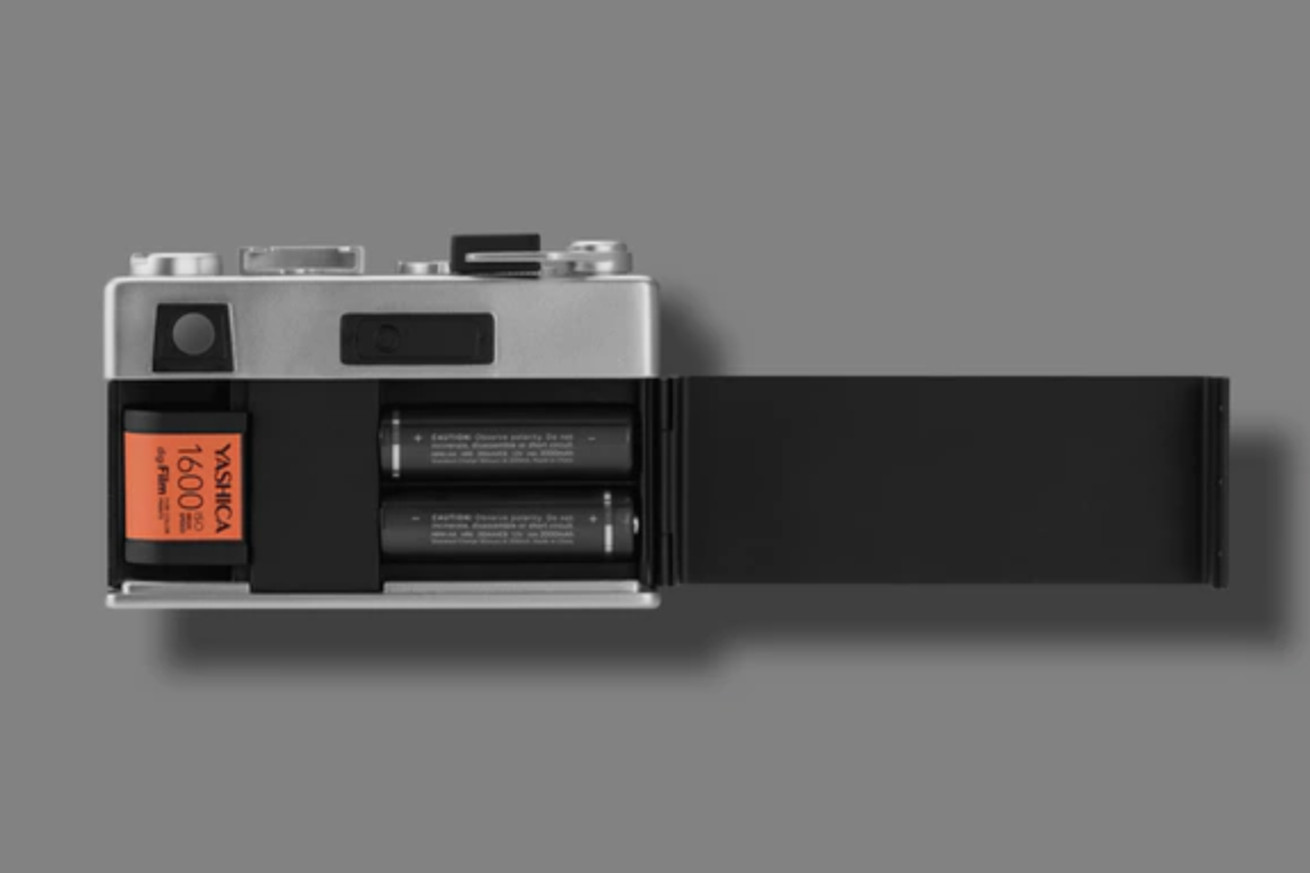 this digital camera makes you wind it and insert fake film