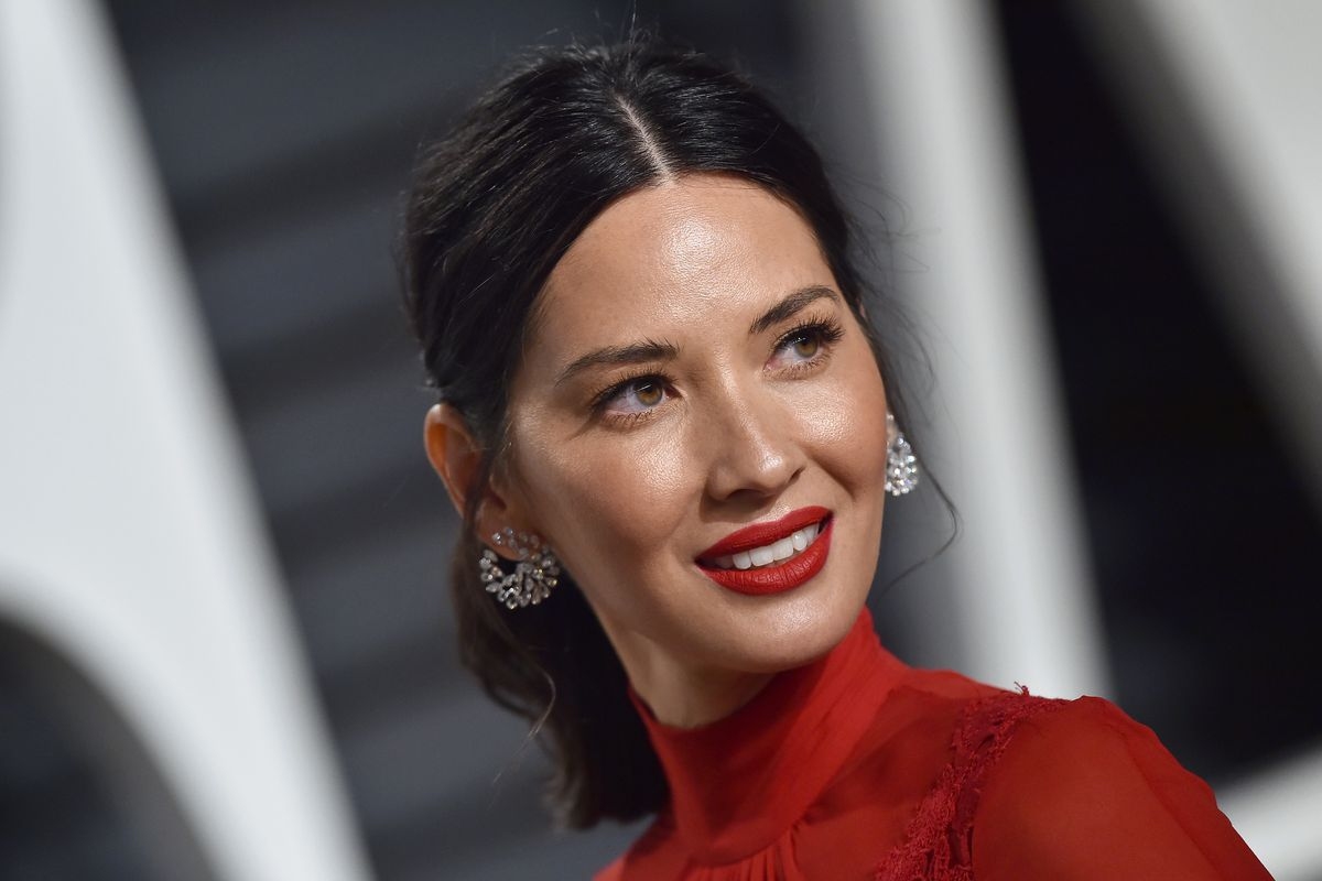 Actress Olivia Munn arrives at the 2017 Vanity Fair Oscar Party Hosted By Graydon Carter at Wallis Annenberg Center for the Performing Arts on February 26, 2017 in Beverly Hills, California.