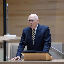 """Elder Dallin H. Oaks of the Quorum of the Twelve Apostles of The Church of Jesus Christ of Latter-day Saints speaks at the second annual Sacramento Court/Clergy Conference at Congregation B""""™nai Israel in Sacramento, California, on Tuesday, Oct. 20, 2015."""