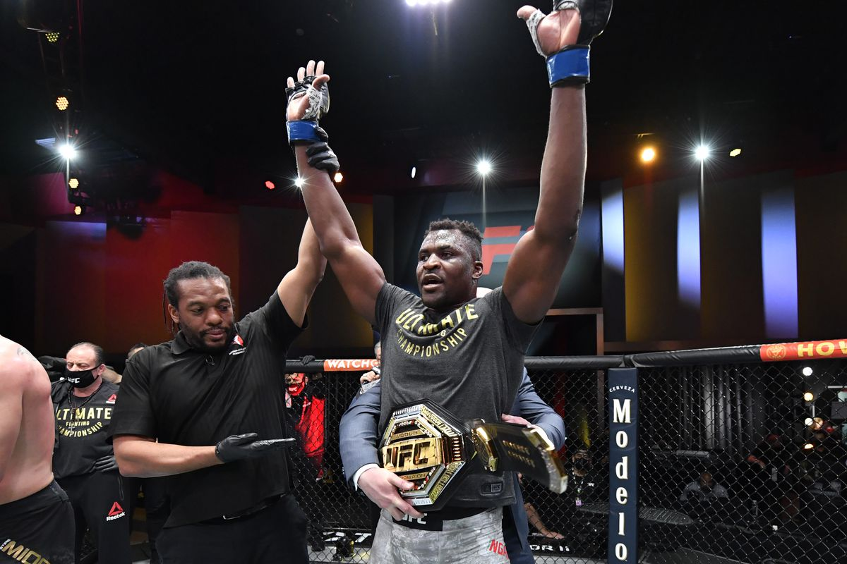 MMA: UFC 260