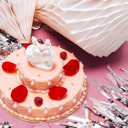Ladurée Marie Antoinette wedding cake, (646) 392-7868