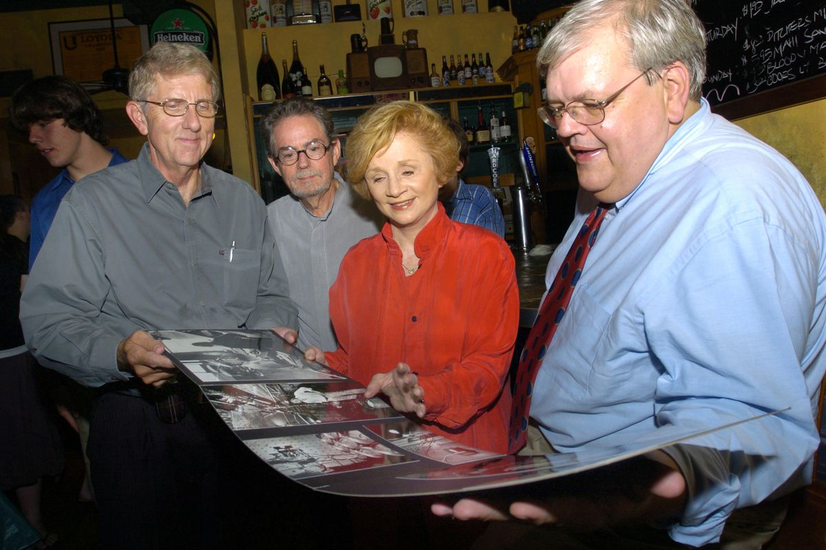 Zay N. Smith (right) on Aug. 25, 2006, at the Brehon Pub that now occupies the site of the Mirage tavern with three others involved in the Mirage investigation: (from left) William Recktenwald, Jim Frost and Pam Zekman.