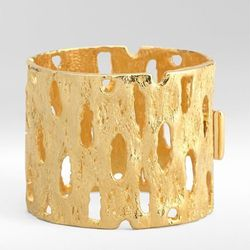 "<a href=""http://www.toryburch.com/Cactus-Hinge-Bracelet/51115809,default,pd.html?dwvar_51115809_color=710&start=80&cgid=sale"">Cactus hinge bracelet</a>, $206.50 (was $295)"