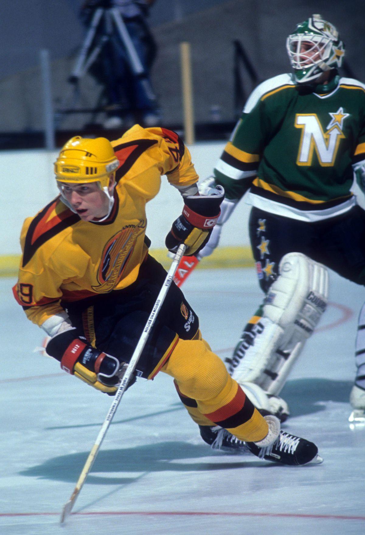 Minnesota North Stars v Vancouver Canucks