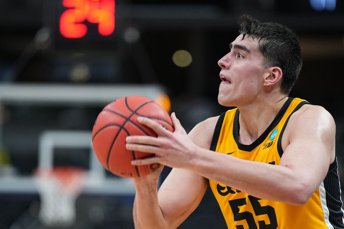 2021 NBA Draft prospects: Full scouting report for forward Luka Garza -  DraftKings Nation