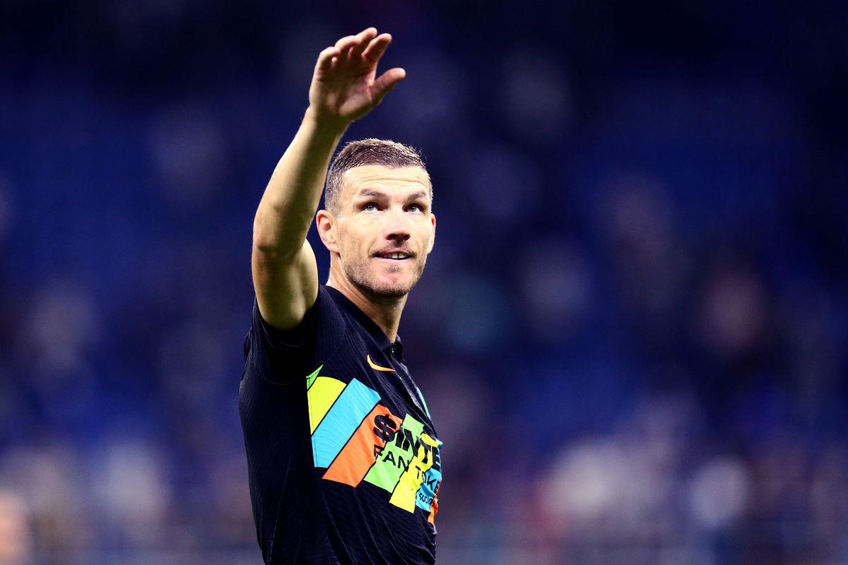 Edin Dzeko of Fc Internazionale celebrates at the end of...