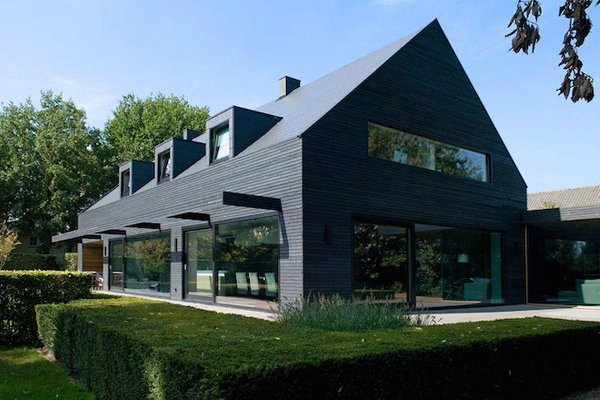 """All photos by <a href=""""http://hagemeierfotografie.nl/nl/Intro"""">Hugo de Heij</a> via <a href=""""http://www.dezeen.com/2015/06/29/willemsenu-architecten-residence-m-1960s-house-renovation-dark-timber-cladding-netherlands/"""">Dezeen</a>"""