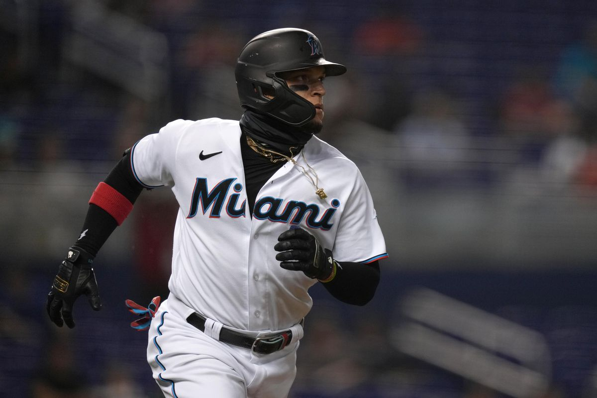 Miami Marlins second baseman Isan Diaz (1) rounds the bases after hitting a solo homerun in the 2nd inning against the Atlanta Braves at loanDepot park