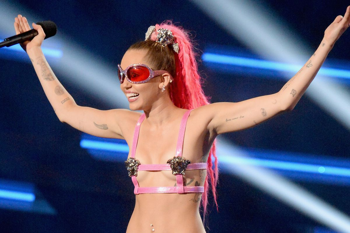miley cyrus' new 'swedish porn star' haircut is actually really cute