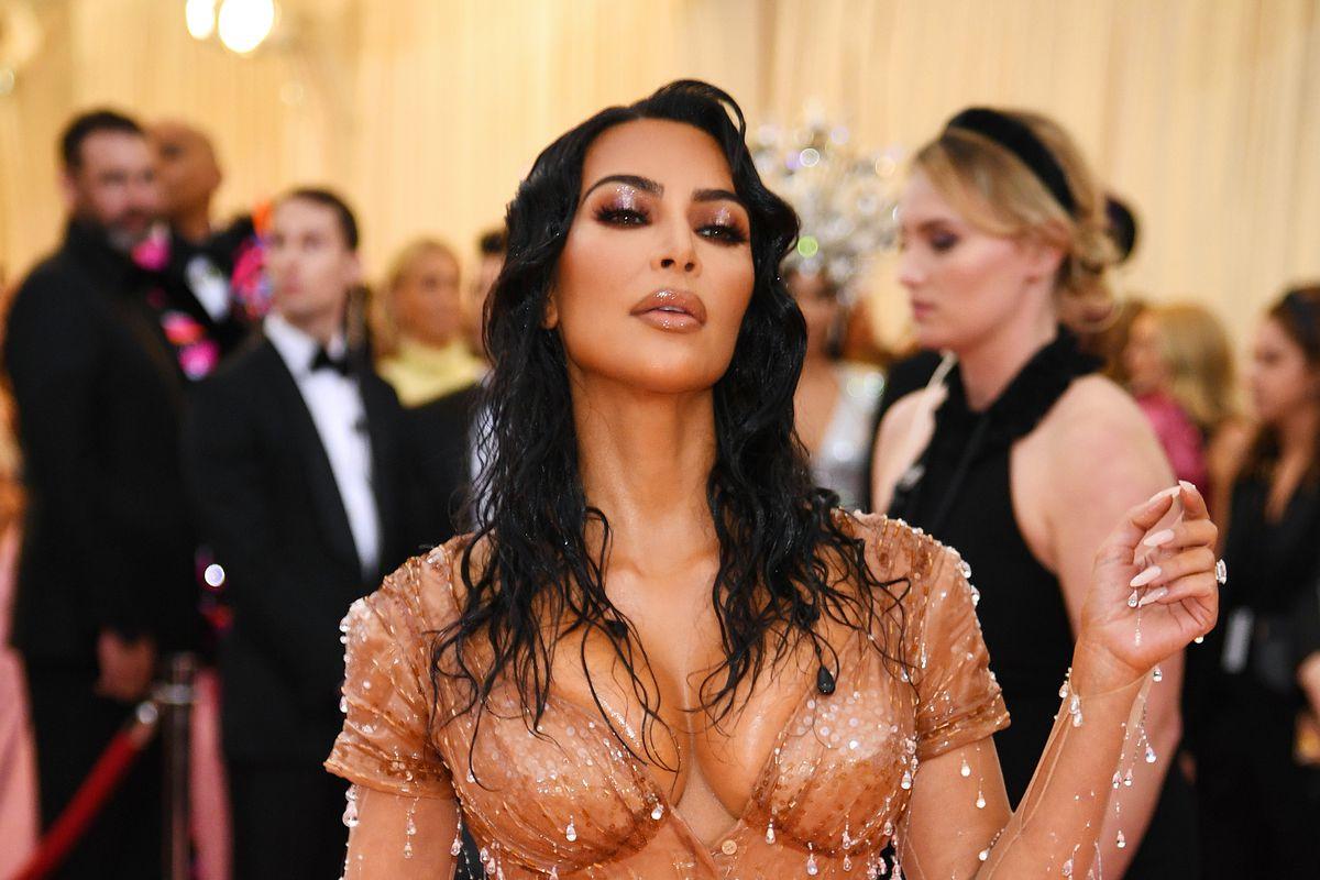 Kim Kardashian Pops Into Dessert Institution Ray's Candy