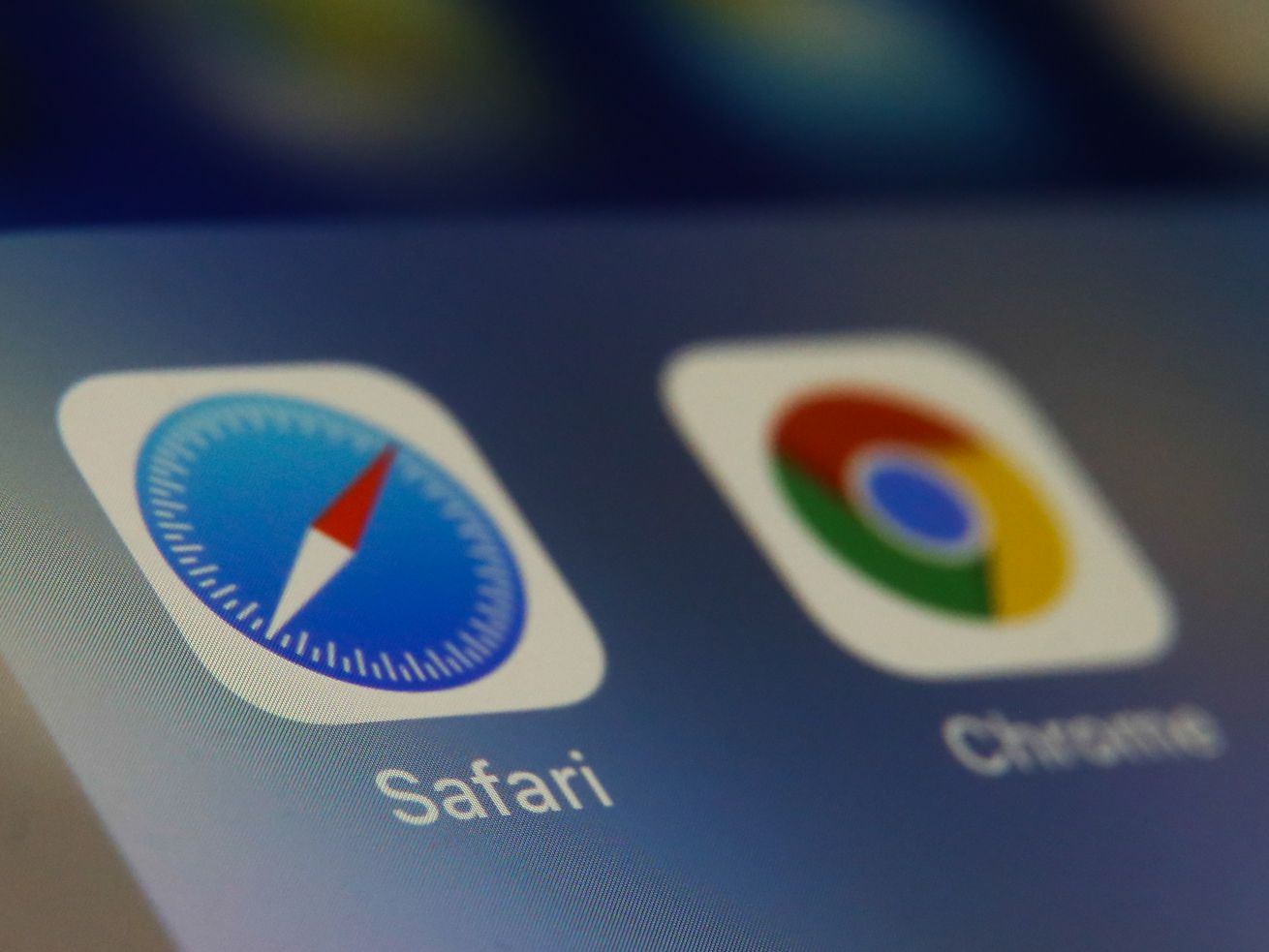 Safari and Chrome browser icons on a phone screen.