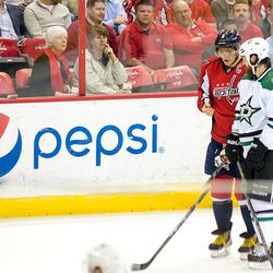 Ovechkin and Benn Look At Ovechkin's Hand