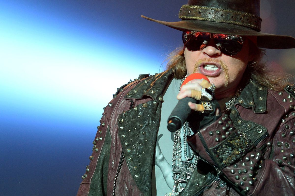 Guns N' Roses teases Chicago gig with Axl Rose, Slash