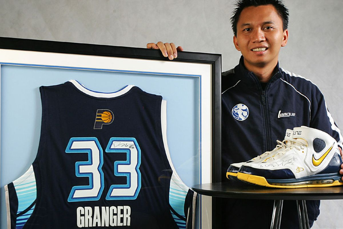 DBL Commissioner, Azrul Ananda with Danny Granger's signed All-Star jersey and the shoes Granger wore during his visit to Surabaya.