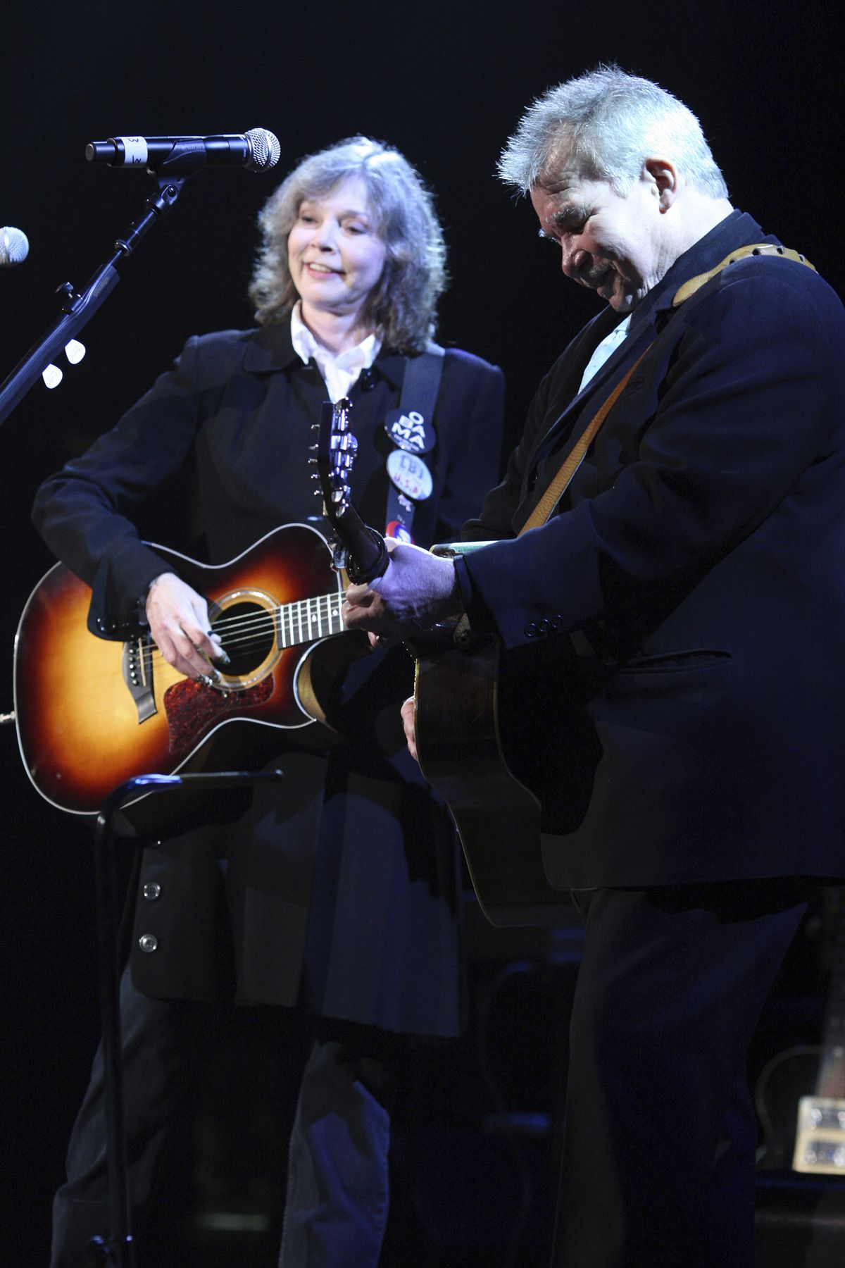 Nanci Griffith and John Prine perform at the Americana Music Association awards in Nashville, Tennessee, on Sept. 17, 2009.