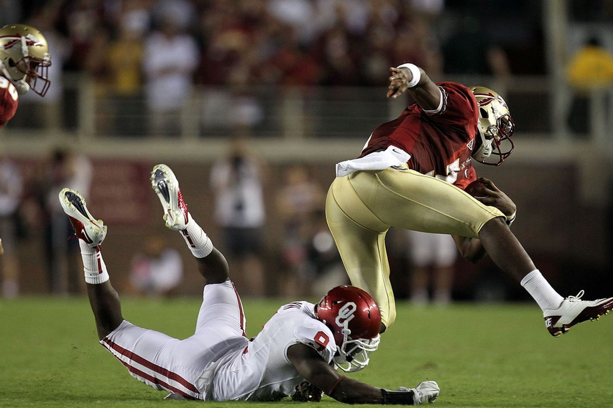 TALLAHASSEE, FL - SEPTEMBER 17:  EJ Manuel #3 of the Florida State Seminoles runs past Gabe Lynn #9 of the Oklahoma Sooners at Doak Campbell Stadium on September 17, 2011 in Tallahassee, Florida.  (Photo by Ronald Martinez/Getty Images)