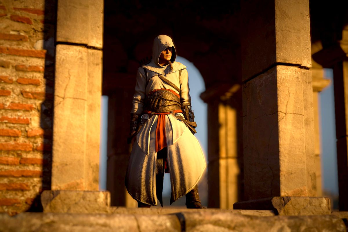 Eivor dressed as Altair in Asassins Creed Valhalla