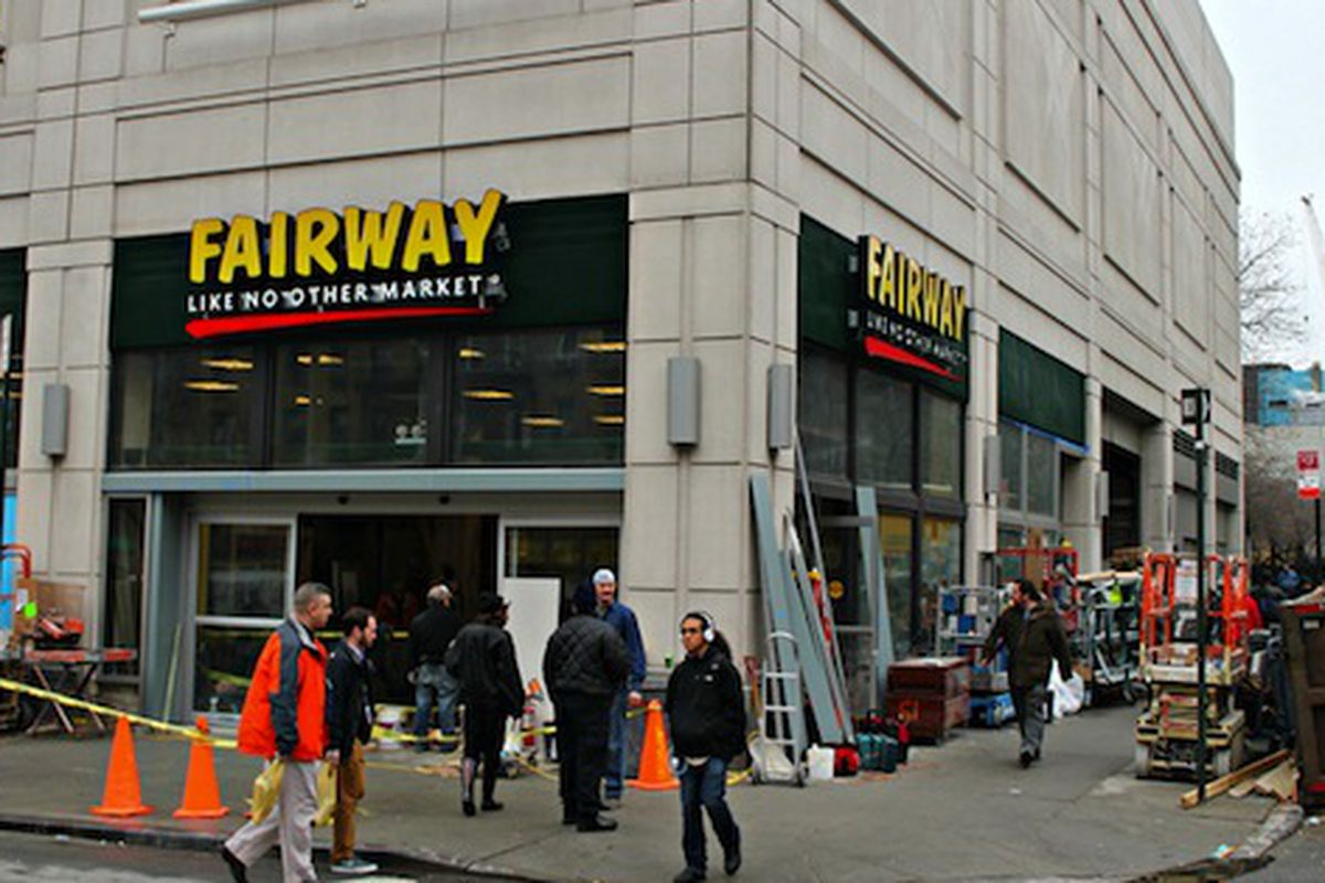 "Image via <a href=""http://www.dnainfo.com/new-york/20121217/kips-bay/fairway-open-kips-bay-location-friday"">DNAinfo</a>"