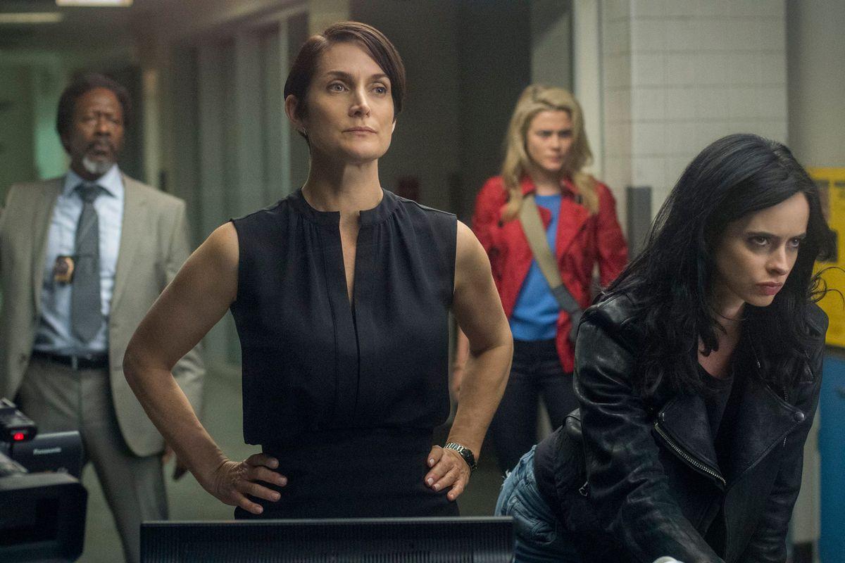 Carrie-Anne Moss, Rachael Taylor and Krysten Ritter in Jessica Jones Season 1, 2015, Netflix, Marvel.