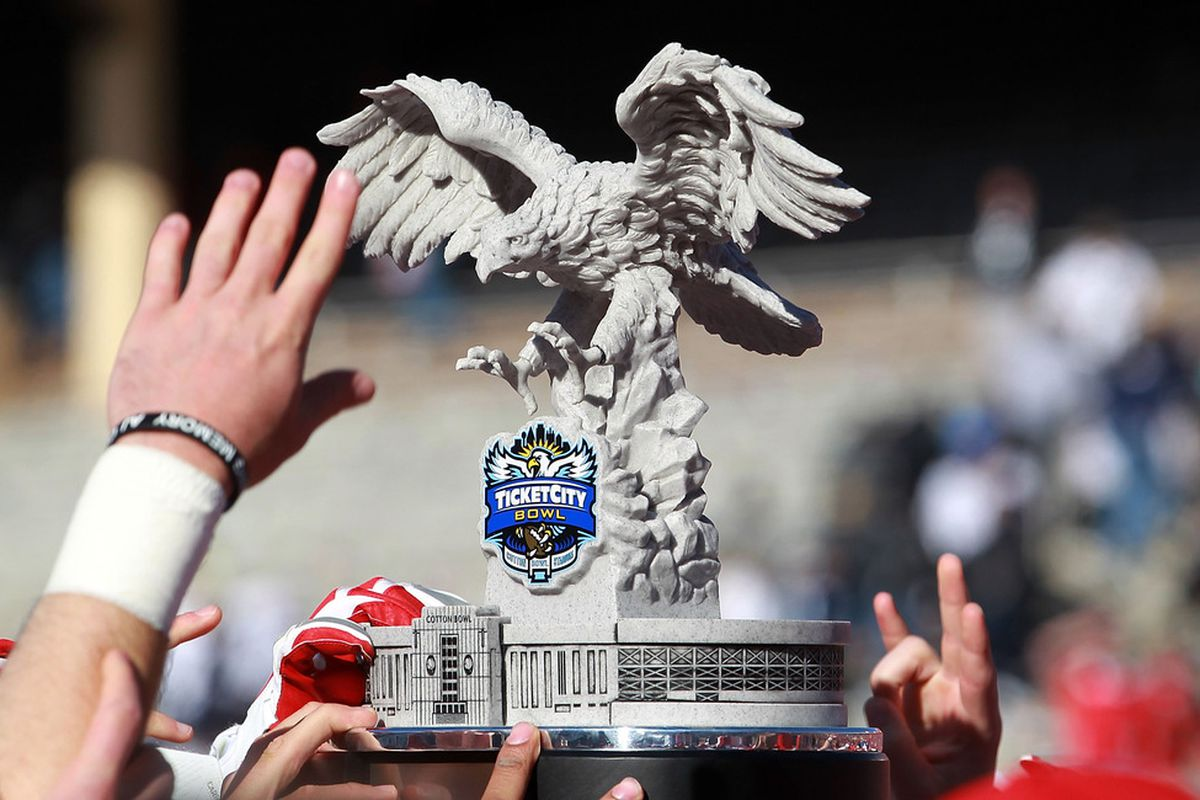 DALLAS, TX - JANUARY 02:  The Houston Cougars raise the TicketCity Bowl trophy after a 30-14 win against the Penn State Nittany Lions at Cotton Bowl Stadium on January 2, 2012 in Dallas, Texas.  (Photo by Ronald Martinez/Getty Images)