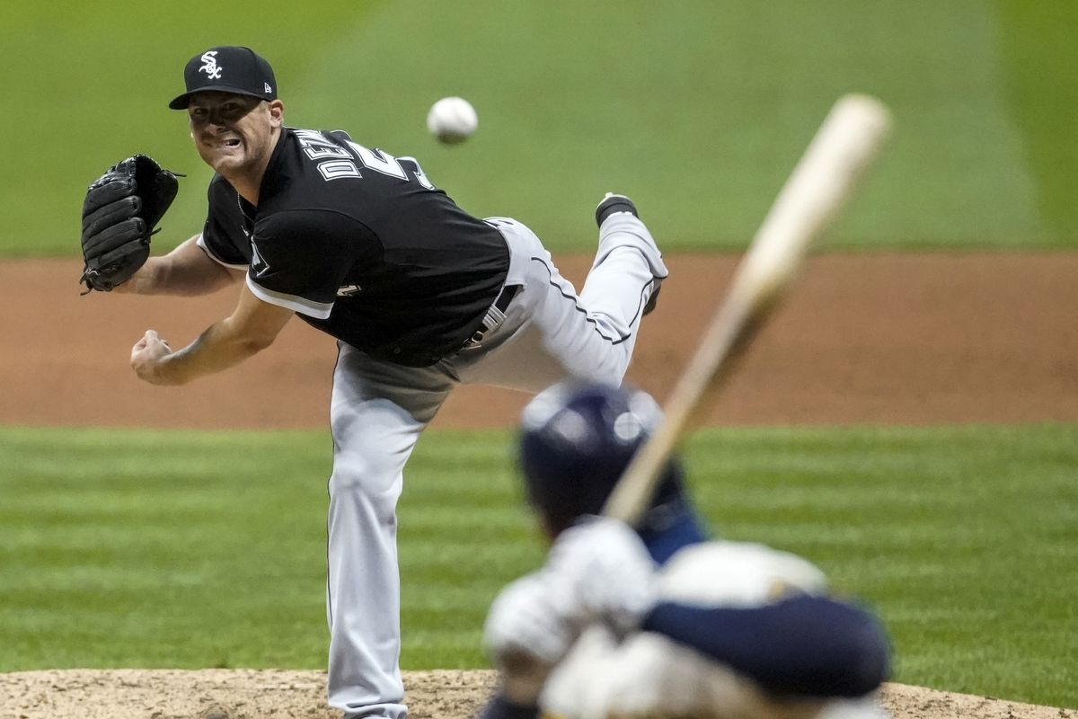 Ross Detwiler throws against the Milwaukee Brewers on Monday.