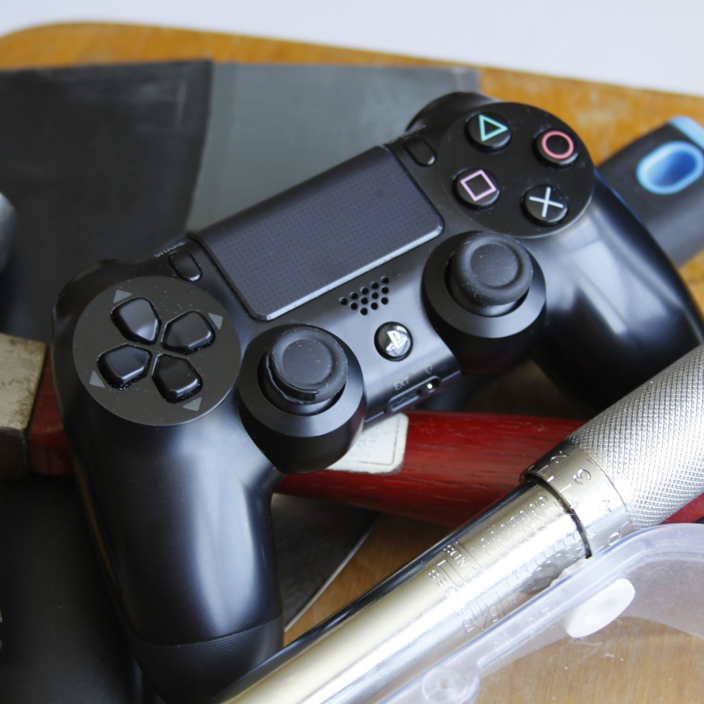 How to replace your worn out PlayStation 4 thumbsticks | Polygon