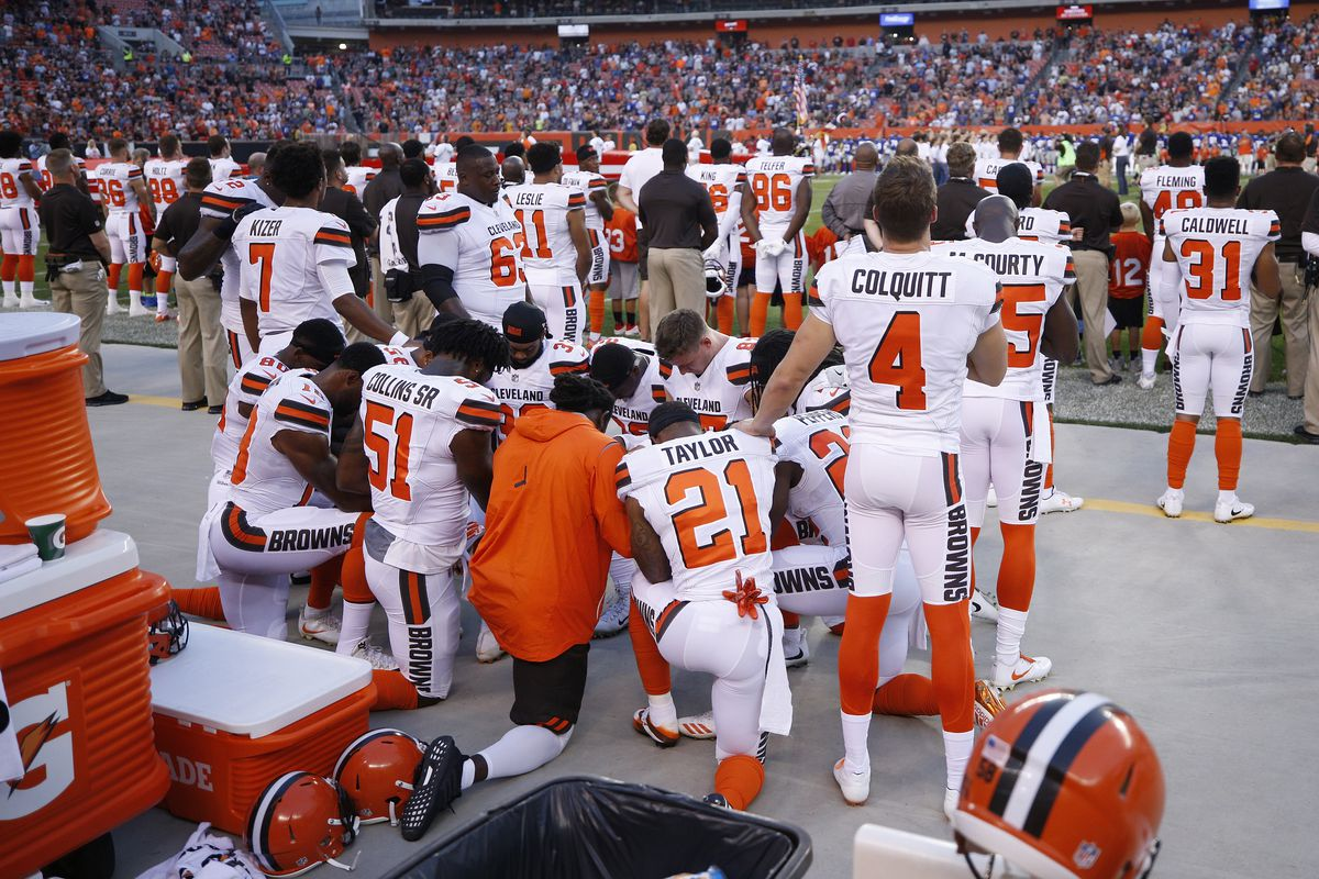 best loved ec4a5 15e73 Cleveland Browns players kneel during national anthem ...