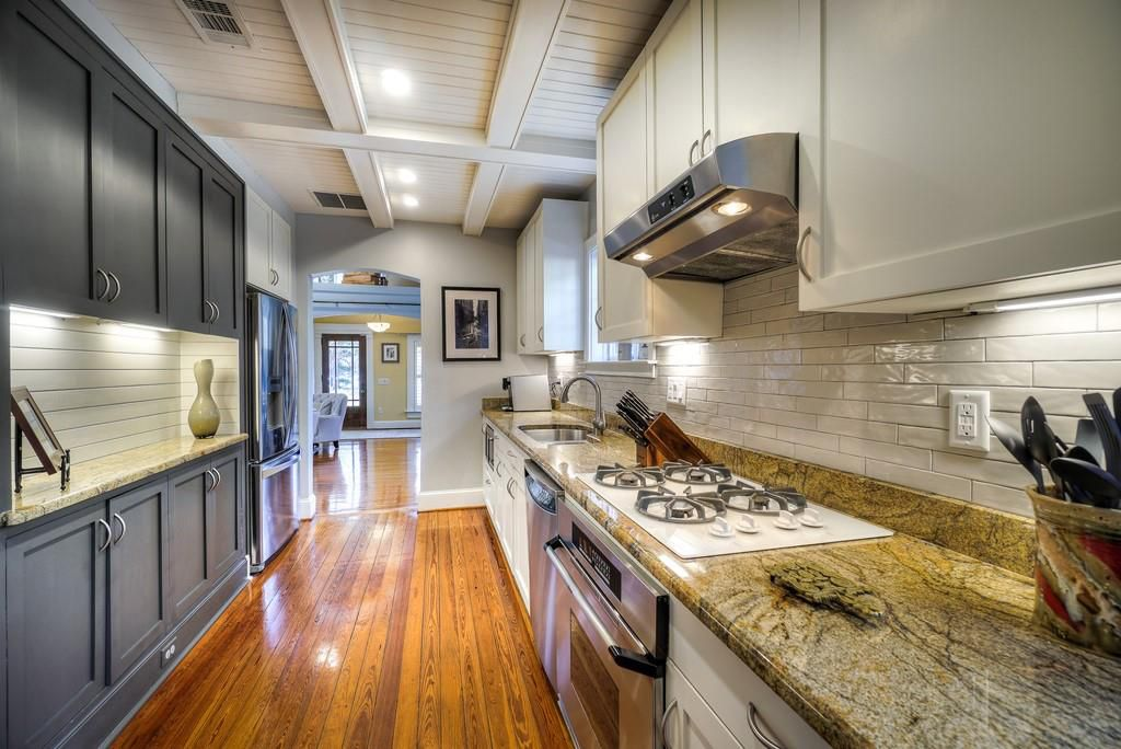 A kitchen with conferred ceilings but no place to sit.