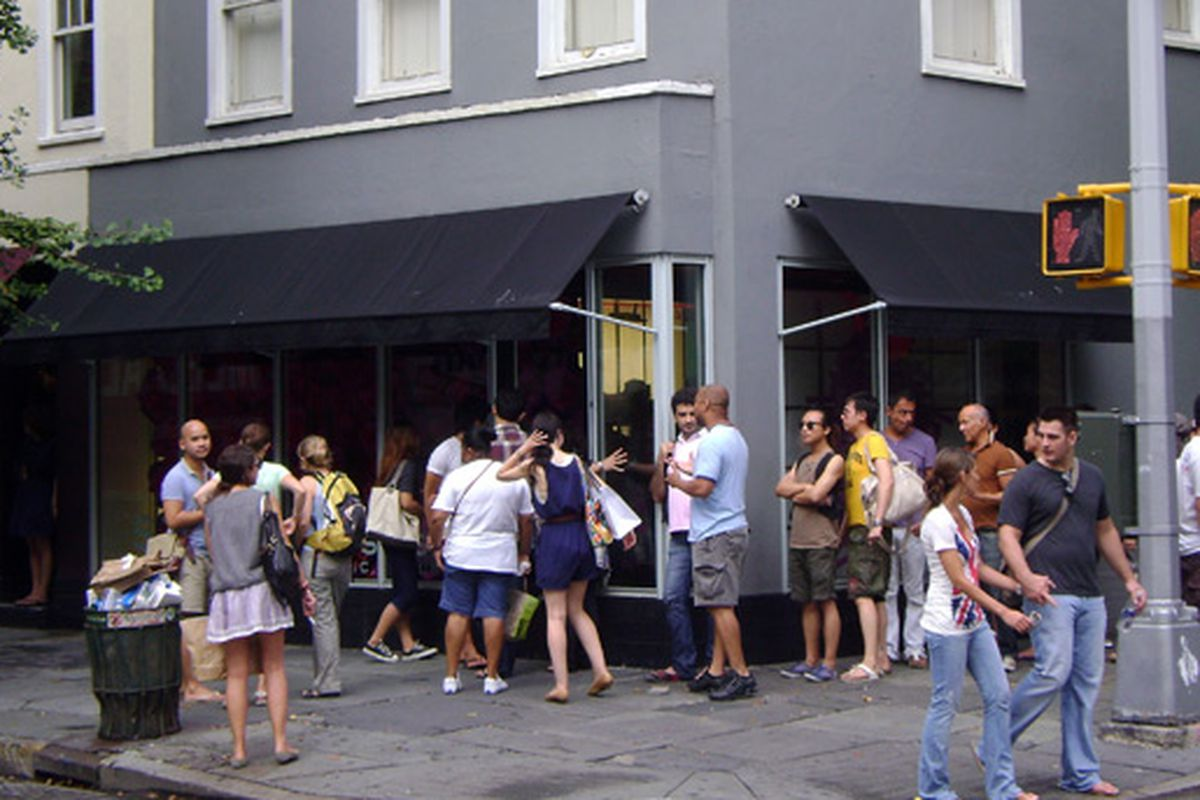 """Bleecker Street shoppers <a href=""""http://ny.racked.com/archives/2009/08/24/inexplicable_lines_marc_by_marc_jacobs_rivals_magnolia_bakery.php"""">last summer</a>"""