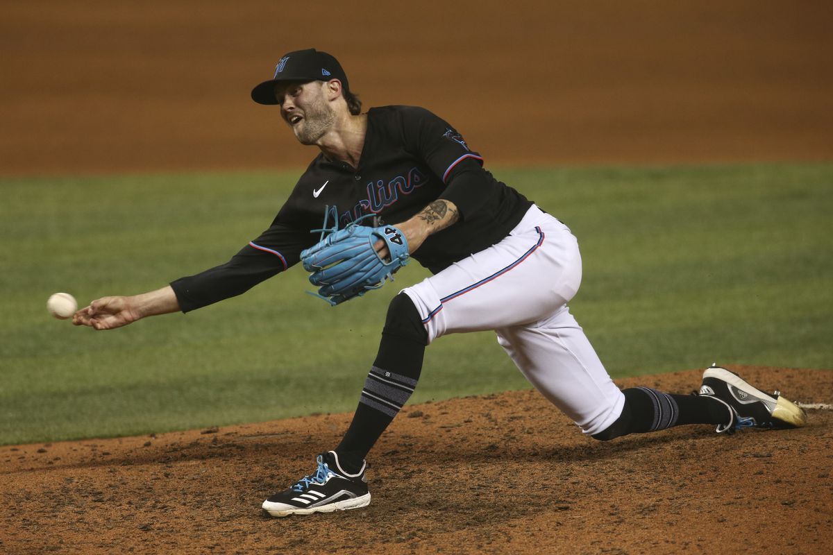 Miami Marlins relief pitcher Adam Cimber (90) pitches during the ninth inning against the Milwaukee Brewers at loanDepot park.