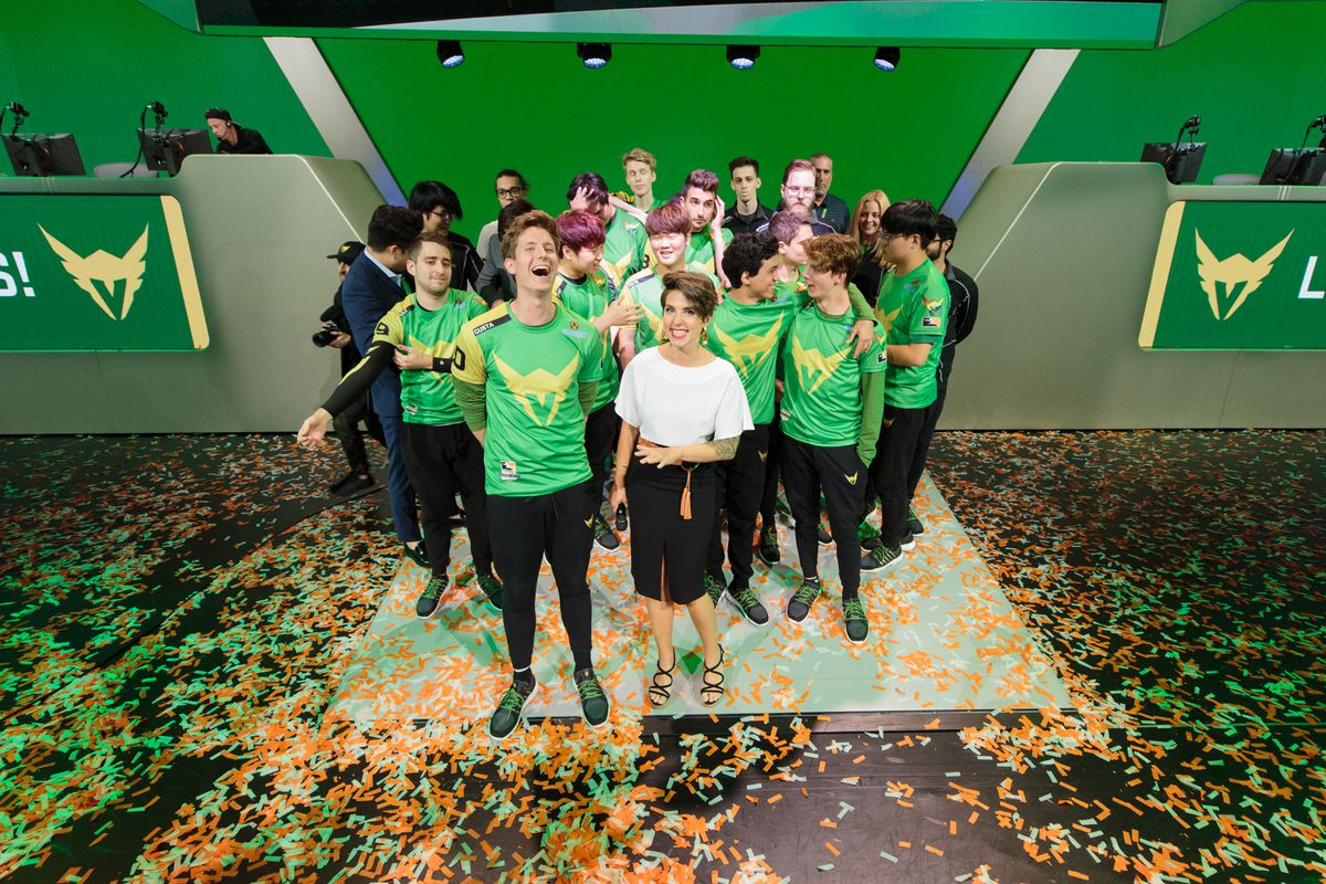 The Los Angeles Valiant celebrate a stage four victory at the Blizzard Arena.
