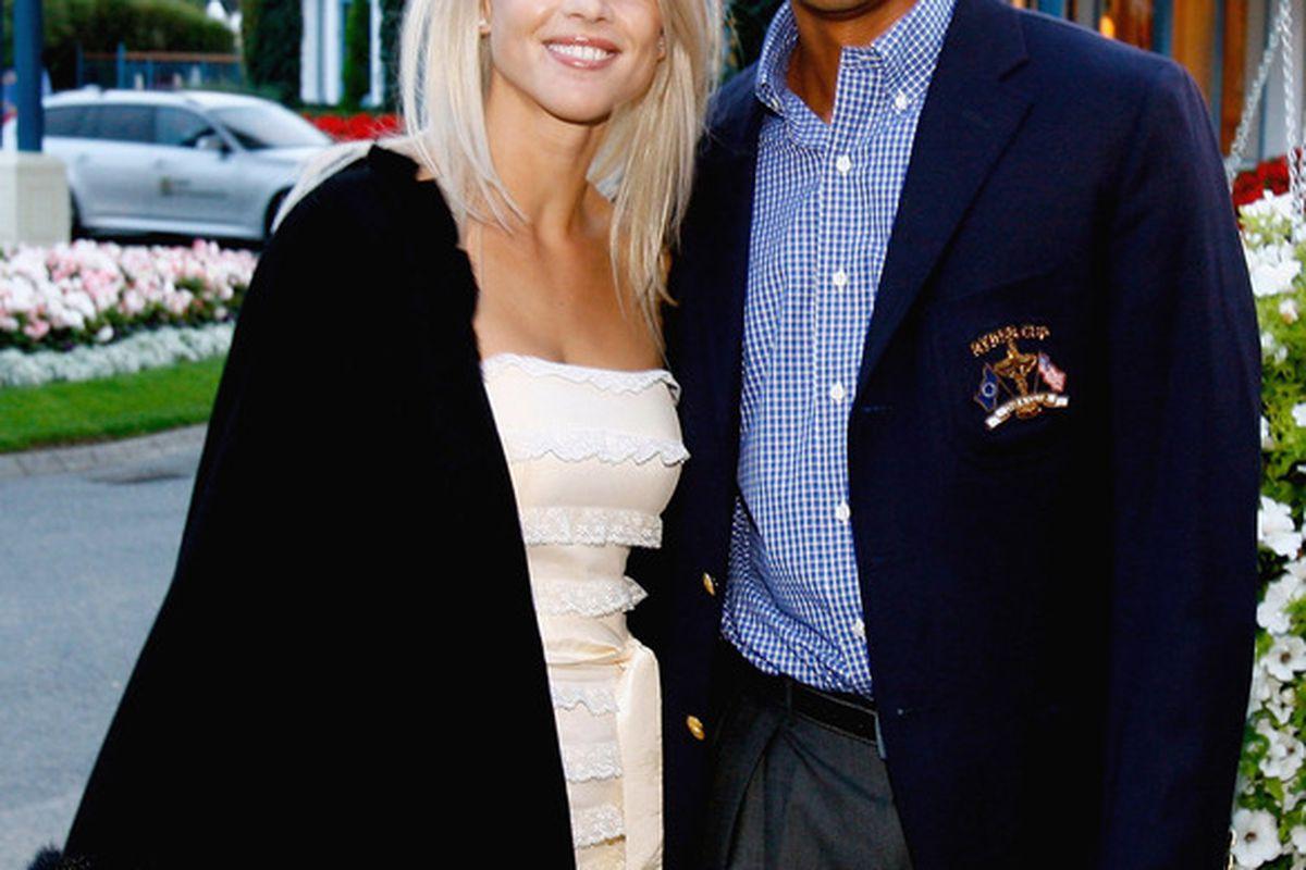 "Tiger and Swedish Ex-Wife Elin in happier times.  ""Är det varmt här eller, är det bara du?"" (translation: ""Is it hot in here, or is it just you?"")                    (Photo by David Cannon/Getty Images)"