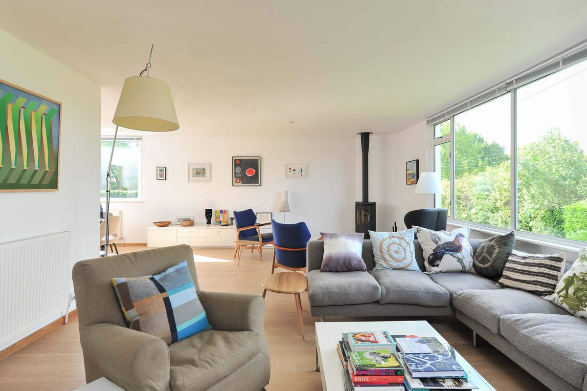 Bright and airy \'70s home wants $650K outside London - Curbed