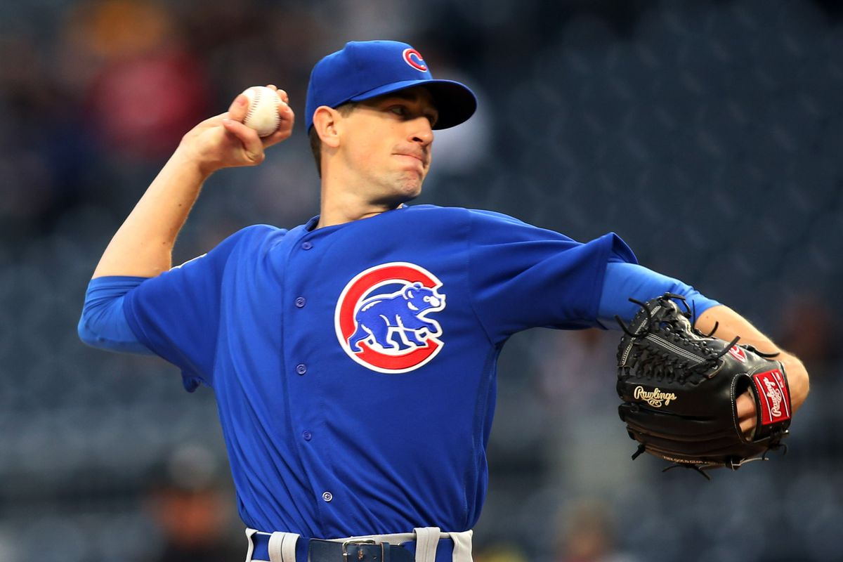 Apr 25, 2017; Pittsburgh, PA, USA;  Chicago Cubs starting pitcher Kyle Hendricks (28) pitches against the Pittsburgh Pirates during the second inning at PNC Park. Mandatory Credit: Charles LeClaire-USA TODAY Sports