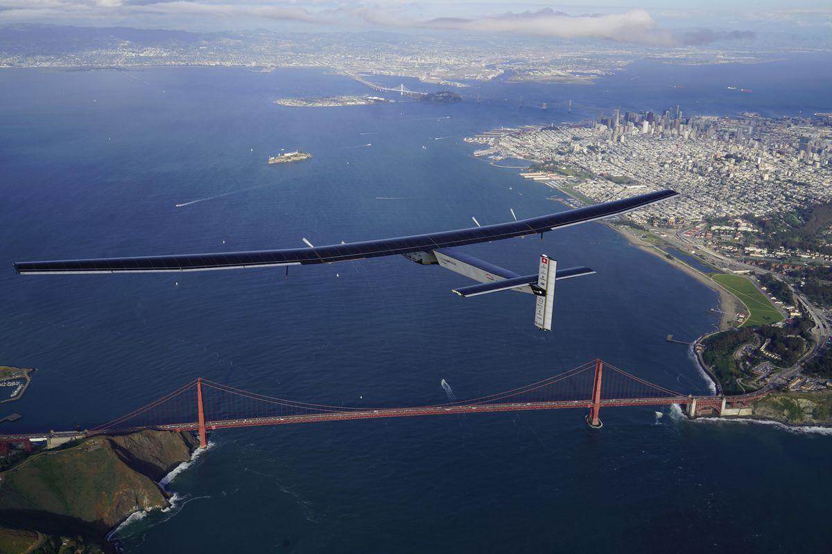 Solar Powered Plane - Solar Impulse 2 Flies Over San Francisco