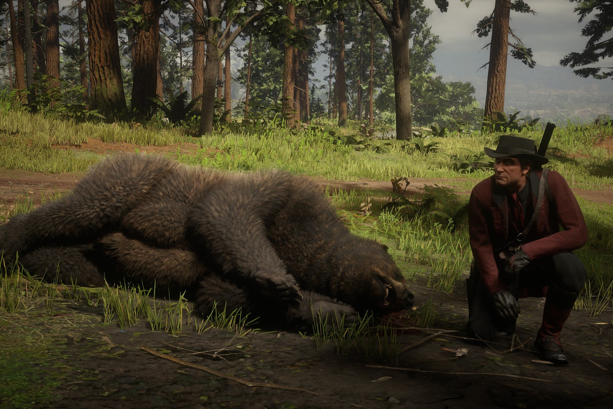 Red Dead Online - a player poses with the corpse of a hunted bear.