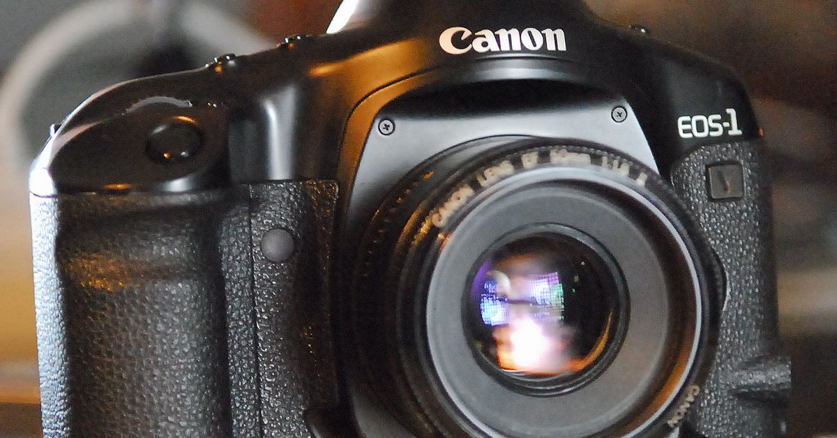 Canon has ended sales for its last film camera