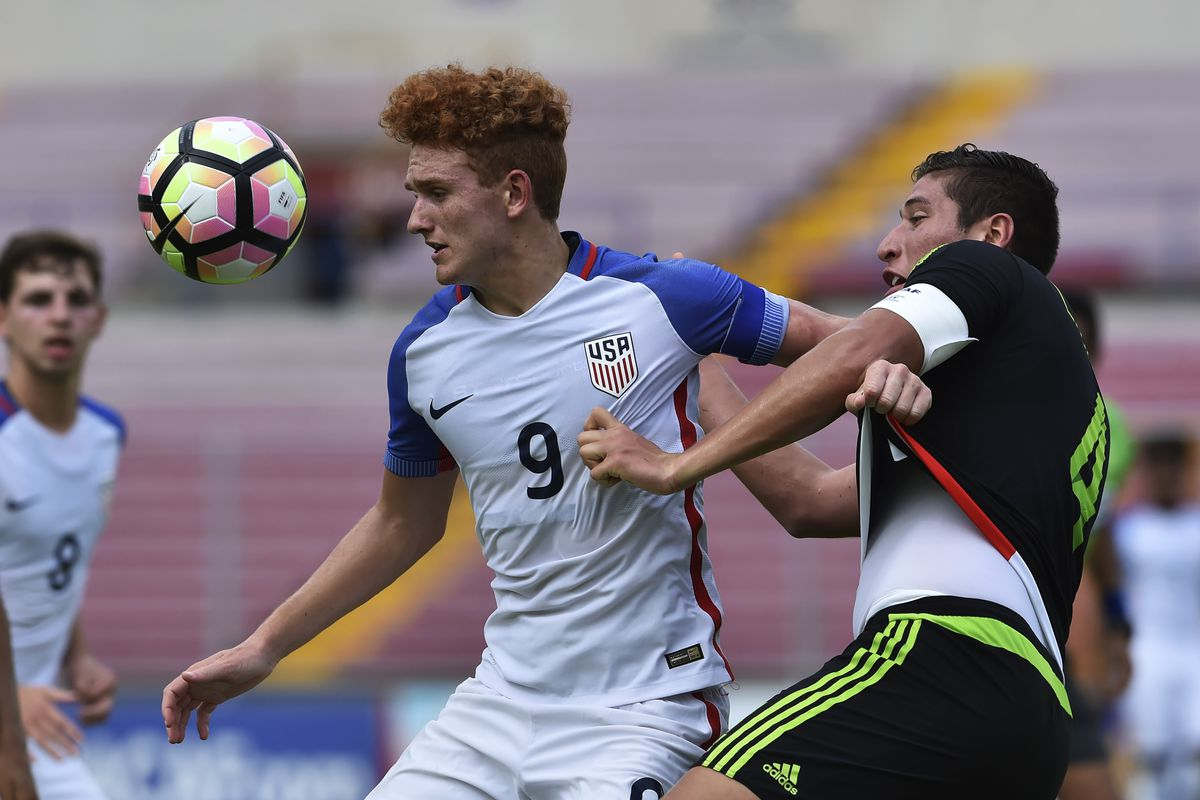 Mexico' Luis Olivas (R) vies for the ball with US Josh Sargent during their Under 17 Concacaf final football match at the Rommel Fernandez stadium on May 07, 2017 in Panama City. / AFP PHOTO / RODRIGO ARANGUA (Photo credit should read RODRIGO ARANGUA/AFP/Getty Images)